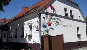Fassadenmalerei Kombiniert Mit Logoschriftzug Auf Alte Fassade