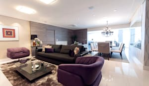 غرفة المعيشة تنفيذ Haus Brasil Arquitetura e Interiores