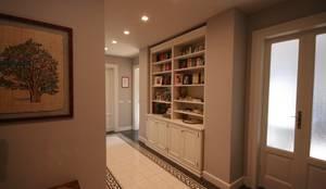 Couloir, Entrée & Escaliers de style de style Moderne par studiodonizelli