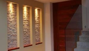 modern Corridor, hallway & stairs by GRUPO VOLTA