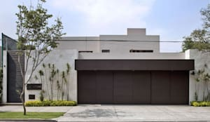 Fachada: Casas de estilo moderno por MARIANGEL COGHLAN