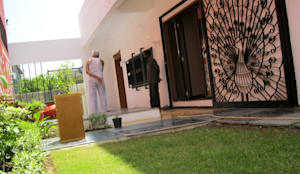 THE CAFTED HOUSE : asian Garden by ar.dhananjay pund architects & designers