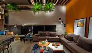Salones de estilo moderno de Sarau Arquitetura