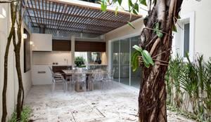 Terrazas de estilo  por Aonze Arquitetura