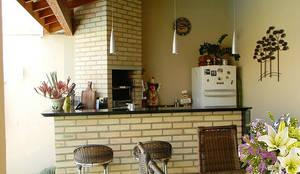 Terrazas de estilo  por Thais Costa Arquitetura & Design