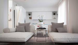 Salones de estilo minimalista de Archidromo - Circuito di Architettura -