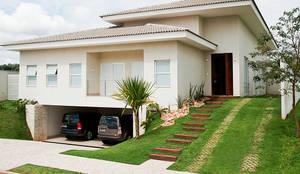 Residência PC _ fachada frontal: Casas modernas por Maria Helena Caetano _ Arquitetura e Interiores