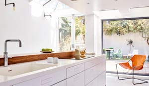 Bright light & white: minimalistic Kitchen by Holloways of Ludlow Bespoke Kitchens & Cabinetry