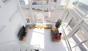 modern Living room by 環境建築計画