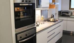 INTERIORES: Cocinas de estilo moderno por The Wall