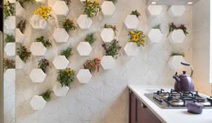eclectic Kitchen by Estúdio Barino | Interiores