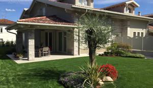Jardines de estilo moderno de 2P COSTRUZIONI srl