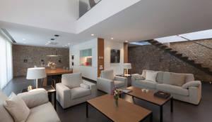 غرفة المعيشة تنفيذ Teresa Casas Disseny d'Interiors