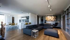 Phòng khách by Laboratorio di Progettazione Claudio Criscione Design