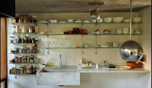 Casa OLIVOS: Cocinas de estilo rural por Arquitecto Alejandro Sticotti
