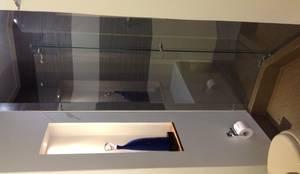 Baño: Baños de estilo moderno por ea interiorismo