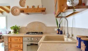 Cocinas de estilo rústico de SALM Caminetti