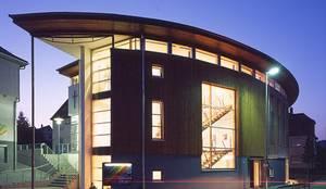 Neubau Kirchliches Gemeindezentrum: moderne Häuser von SIGRUN GERST ARCHITEKTUR
