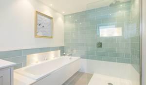 Master En-Suite: modern Bathroom by Perfect Stays