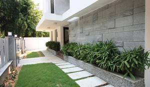 Jardines de estilo moderno por Ansari Architects