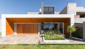 CASA MJ: Casas de estilo  por KARLEN + CLEMENTE ARQUITECTOS,Moderno Madera Acabado en madera