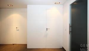 Recibidor : Pasillos y vestíbulos de estilo  de Gemmalo arquitectura interior