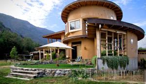 Fachada: Casas unifamiliares de estilo  por ALIWEN arquitectura & construcción sustentable