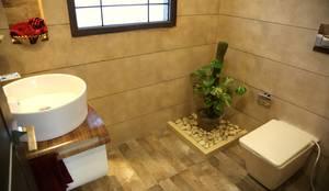 modern Bathroom by Aayam Consultants