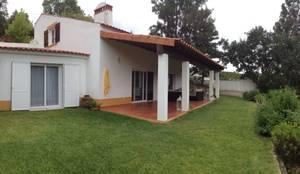 Casas rústicas por Modo Arquitectos Associados