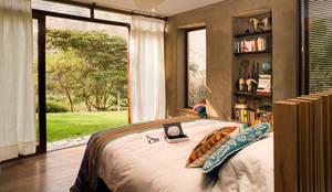 Casa Chontay: Dormitorios de estilo  por Marina Vella Arquitectura