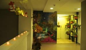 Residence in Goregaon:  Corridor & hallway by Design Kkarma (India)