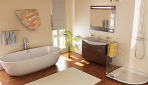 Baños de estilo moderno de ALI-CURA