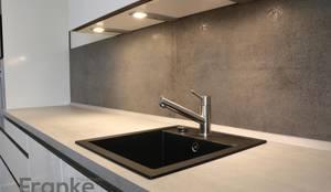 badezimmer mit fliesen in einer holzoptik von franke raumwert homify. Black Bedroom Furniture Sets. Home Design Ideas