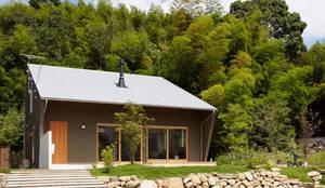 里山に建つ家: toki Architect design officeが手掛けた家です。