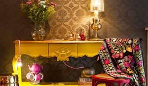 Espaço Boho Chic: Salas de estar ecléticas por Andrea Lenz