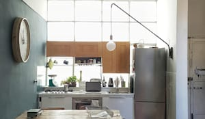 OSTIENSE FLAT: Cucina in stile in stile Industriale di Mohamed Keilani Architect