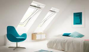 Sottotetto: Camera da letto in stile in stile Moderno di Tucommit