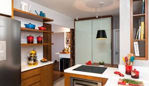 Kitchen by Ambienta Arquitetura