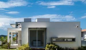 Casa CSP 2: Casas modernas por PJV Arquitetura