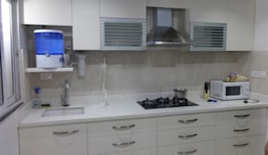straight kithen with wall cabients :  Kitchen by aashita modular kitchen