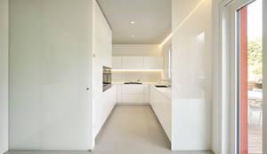 Cocinas de estilo minimalista de Burnazzi  Feltrin  Architects
