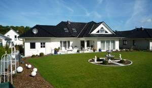 Haus Beethoven: moderne Häuser von RostoW Bau