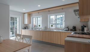 Cucina in stile in stile Classico di Zen Fotografia