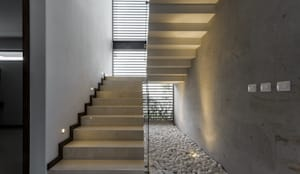 modern Corridor, hallway & stairs by 2M Arquitectura