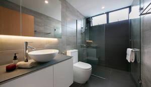 Baños de estilo escandinavo por Eightytwo Pte Ltd