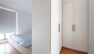 Dormitorios de estilo  por Eightytwo Pte Ltd