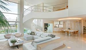 Casa Europa: Salas de estar modernas por Arquiteto Aquiles Nícolas Kílaris