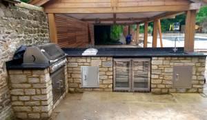 Jardines de estilo moderno de wood-fired oven