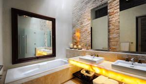 La Casa de las Sirenas: Baños de estilo  por Ancona + Ancona Arquitectos