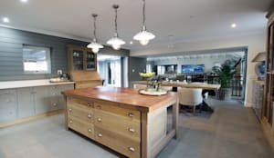 Kitchen: country Kitchen by JSD Interiors